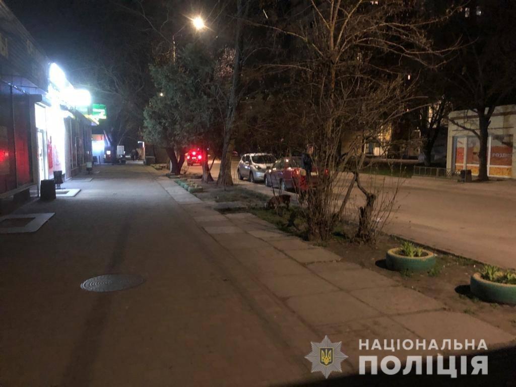 Покушение на убийство: в Одессе иностранец ножом ударил в грудь прохожего, - ФОТО, ВИДЕО , фото-1