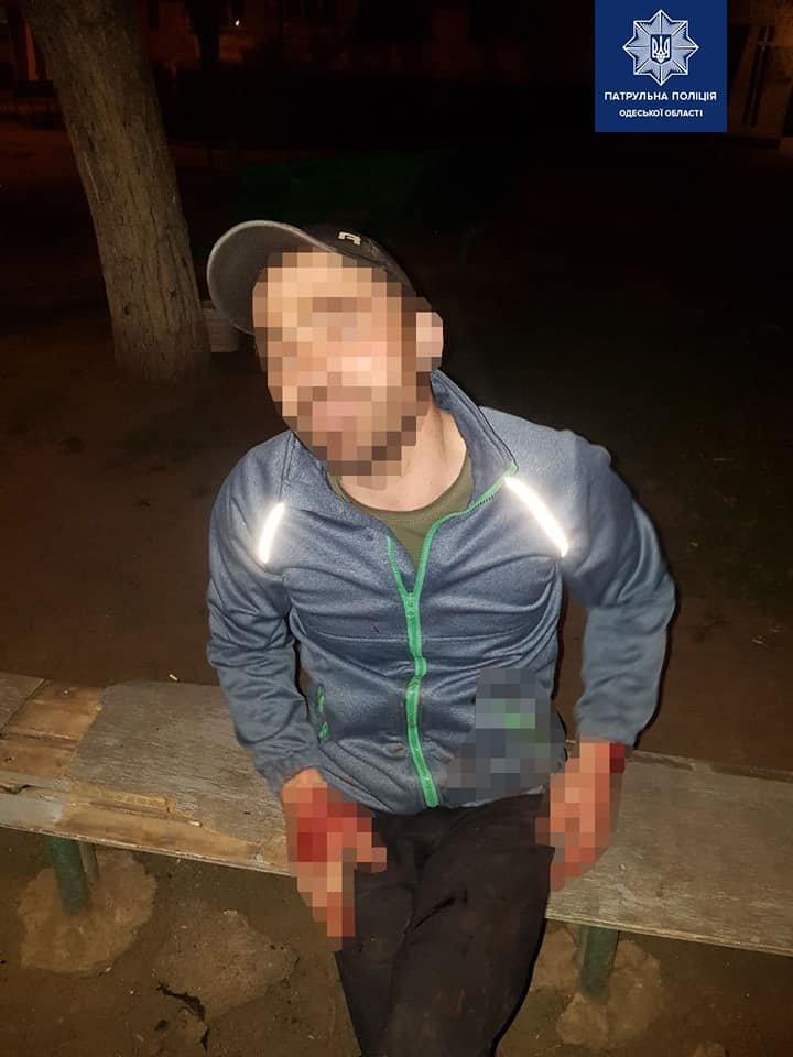 В Одессе пьяный мужчина после ссоры разбил окна машины своей сожительницы, - ФОТО, фото-2
