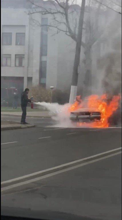 В Одессе на проспекте Шевченко горел автомобиль, - ФОТО, фото-1