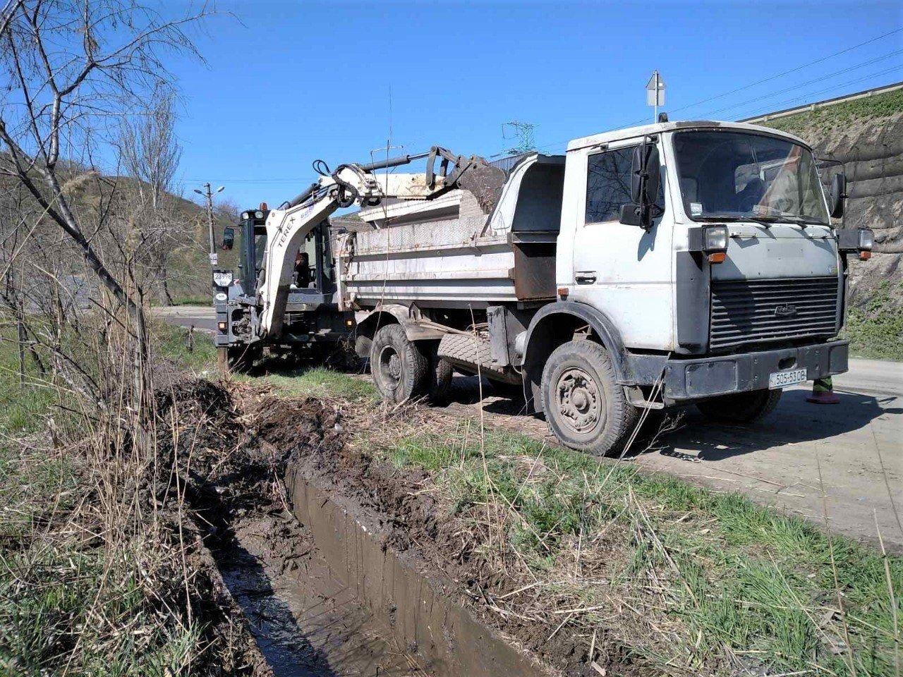 Одесские коммунальщики ремонтируют решетки дождеприемников, - ФОТО, фото-21