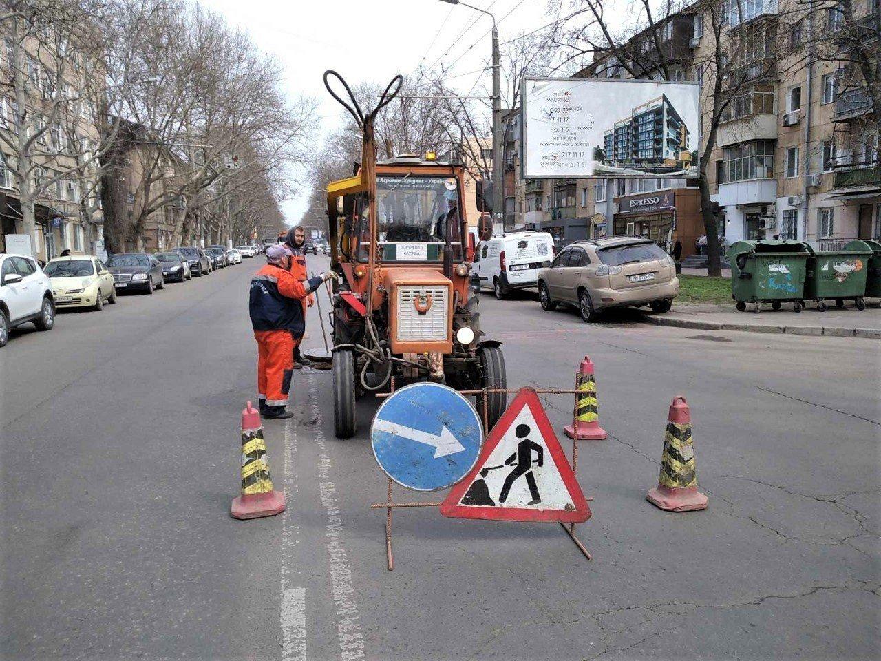 Одесские коммунальщики ремонтируют решетки дождеприемников, - ФОТО, фото-4