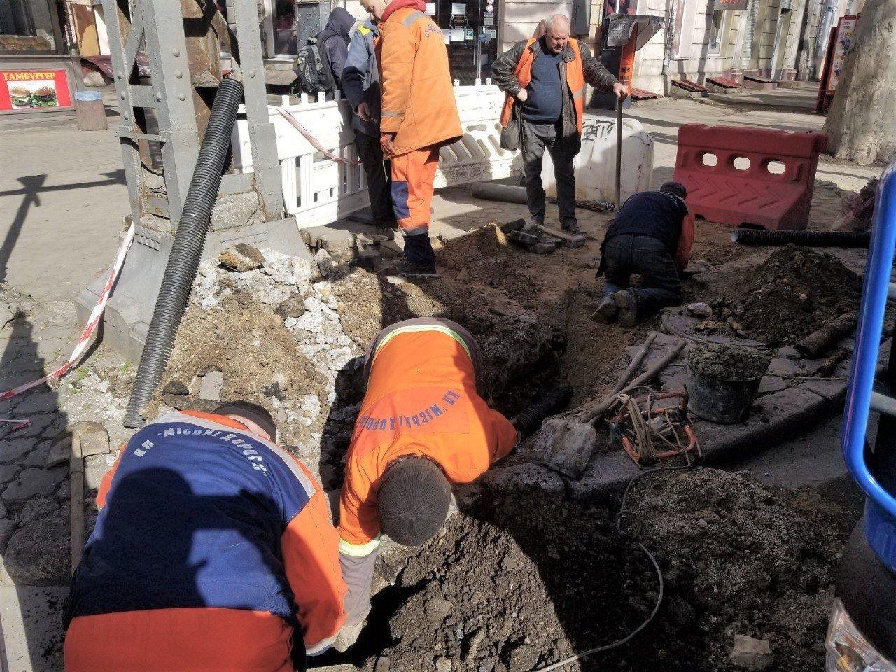 Одесские коммунальщики ремонтируют решетки дождеприемников, - ФОТО, фото-5