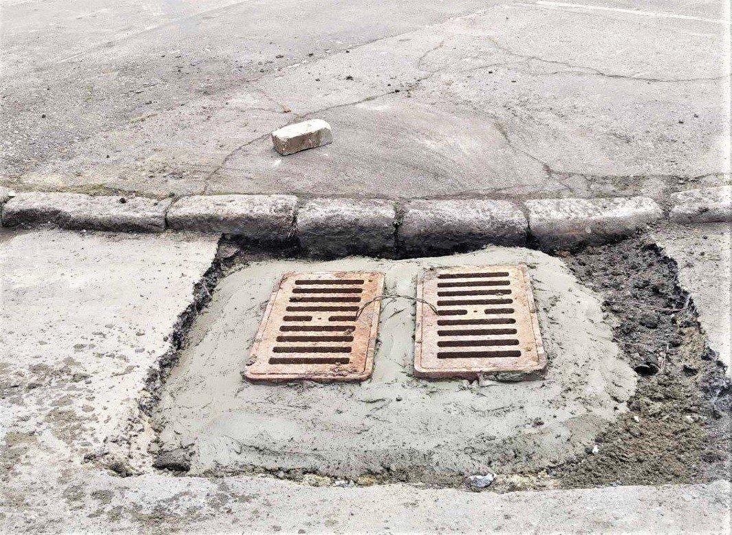 Одесские коммунальщики ремонтируют решетки дождеприемников, - ФОТО, фото-9