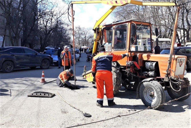 Одесские коммунальщики ремонтируют решетки дождеприемников, - ФОТО, фото-10