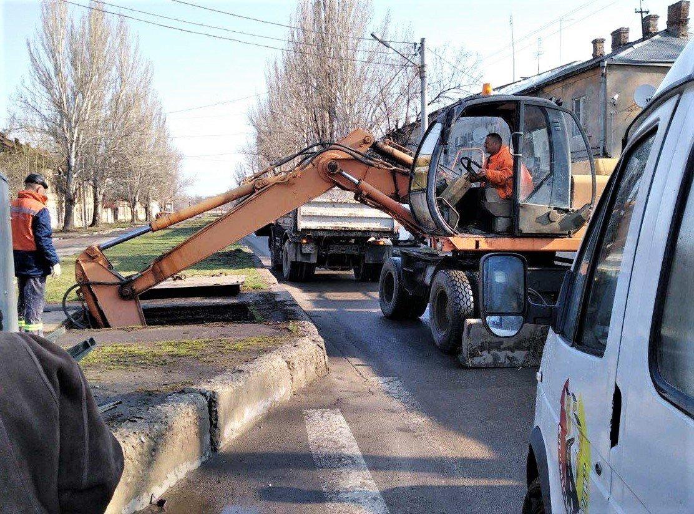 Одесские коммунальщики ремонтируют решетки дождеприемников, - ФОТО, фото-11
