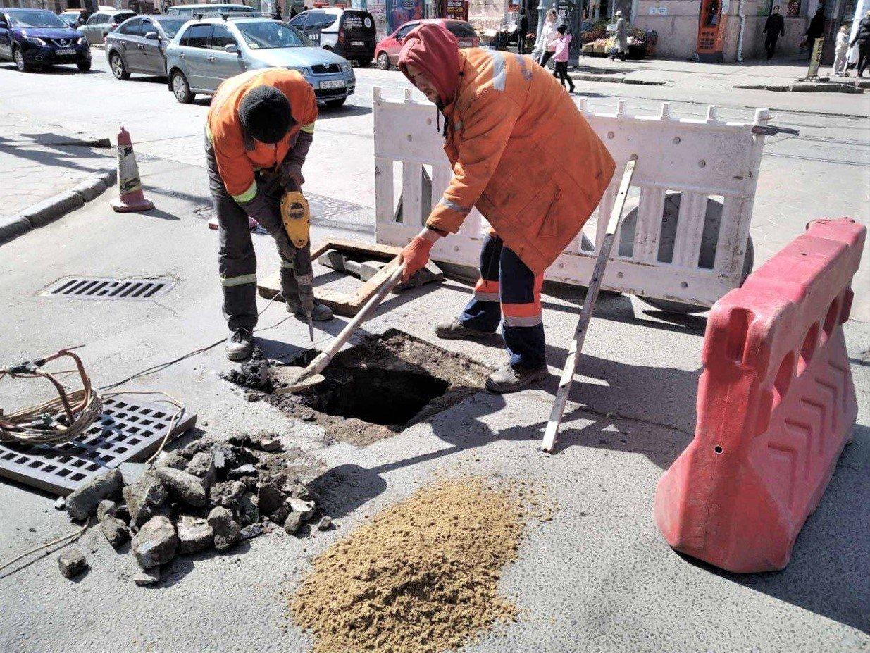 Одесские коммунальщики ремонтируют решетки дождеприемников, - ФОТО, фото-15