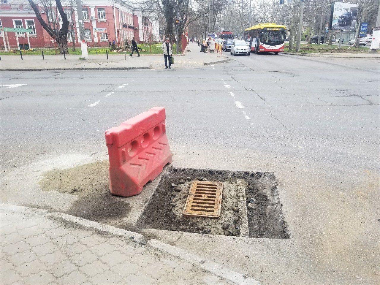 Одесские коммунальщики ремонтируют решетки дождеприемников, - ФОТО, фото-16