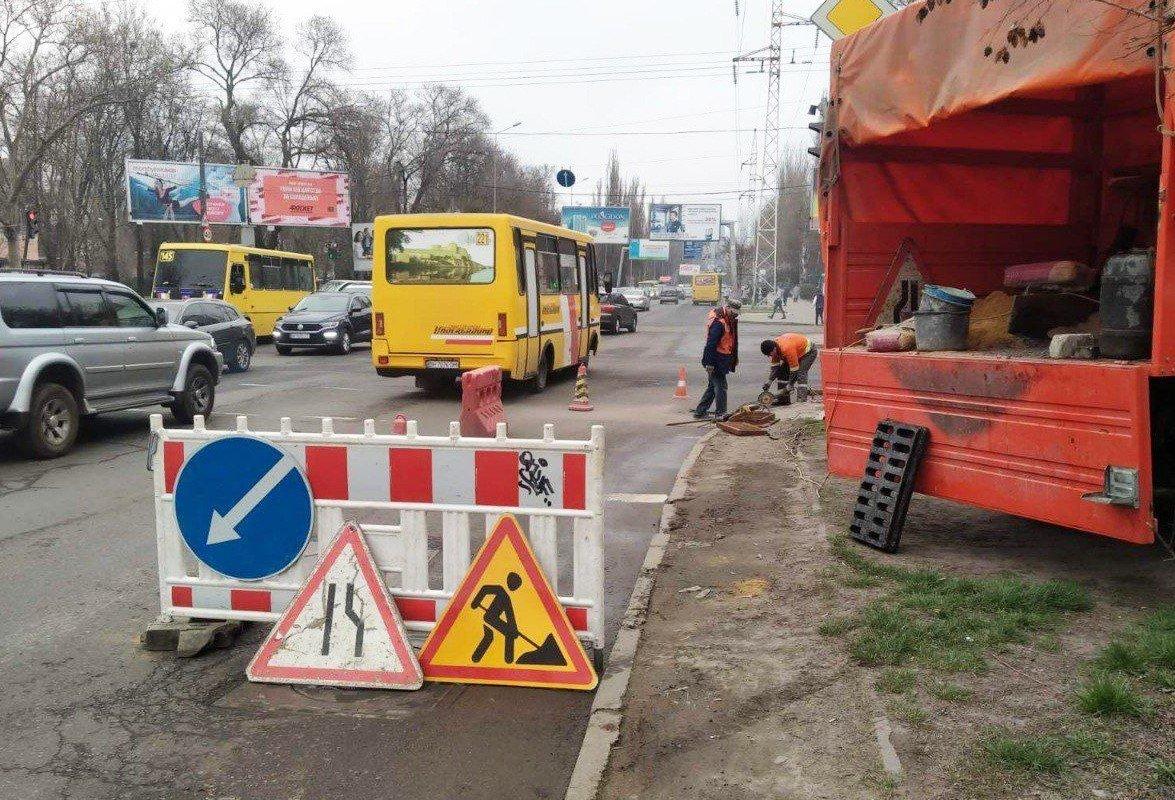 Одесские коммунальщики ремонтируют решетки дождеприемников, - ФОТО, фото-17