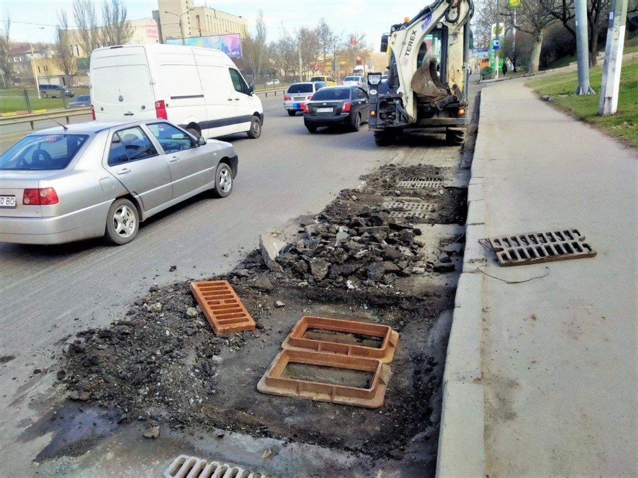 Одесские коммунальщики ремонтируют решетки дождеприемников, - ФОТО, фото-19