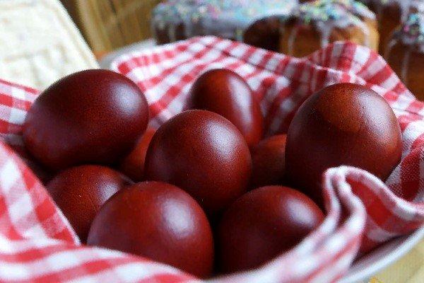 Десять способов покрасить яйца к Пасхе натуральными красителями, фото-1