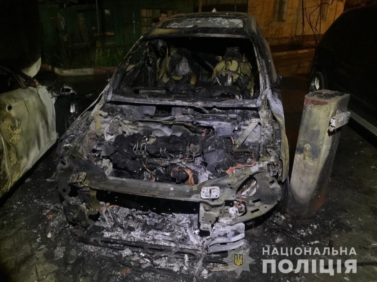 В Одессе неизвестные подожгли автомобиль, огонь перекинулся на соседние машины, - ФОТО, фото-2