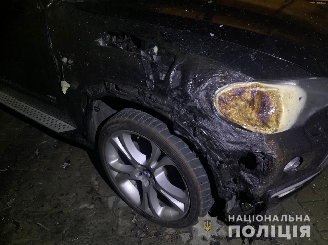 В Одессе неизвестные подожгли автомобиль, огонь перекинулся на соседние машины, - ФОТО, фото-1