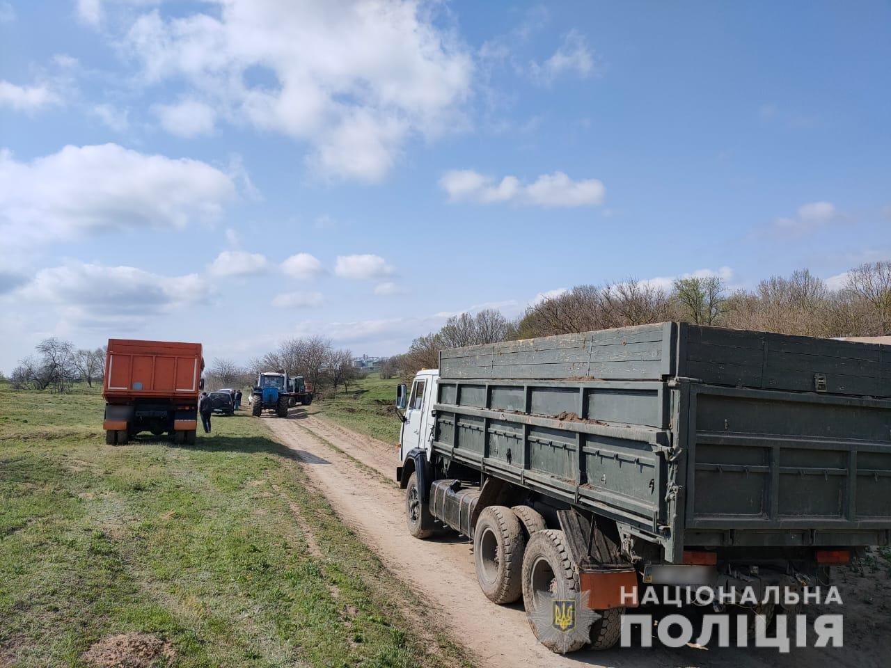 В Одесской области предприятие незаконно добывало чернозем, - ФОТО, фото-1