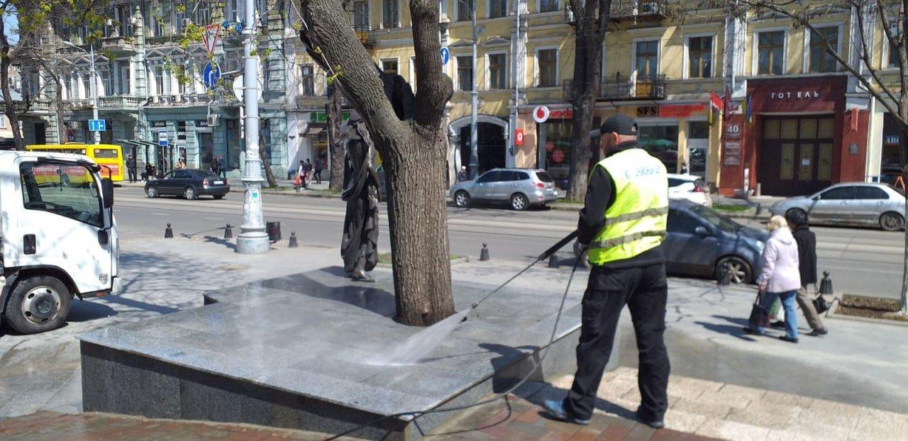 В Одессе вандалы повредили памятник Вере Холодной, - ФОТО, фото-2