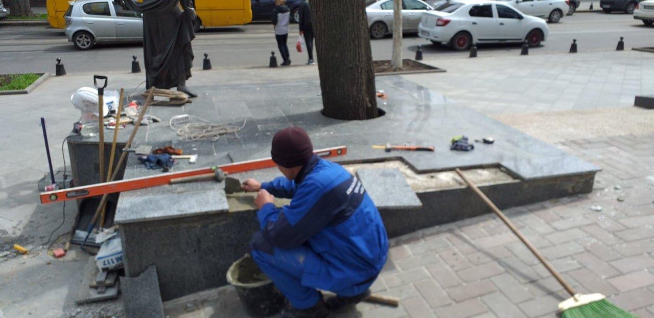 В Одессе вандалы повредили памятник Вере Холодной, - ФОТО, фото-1