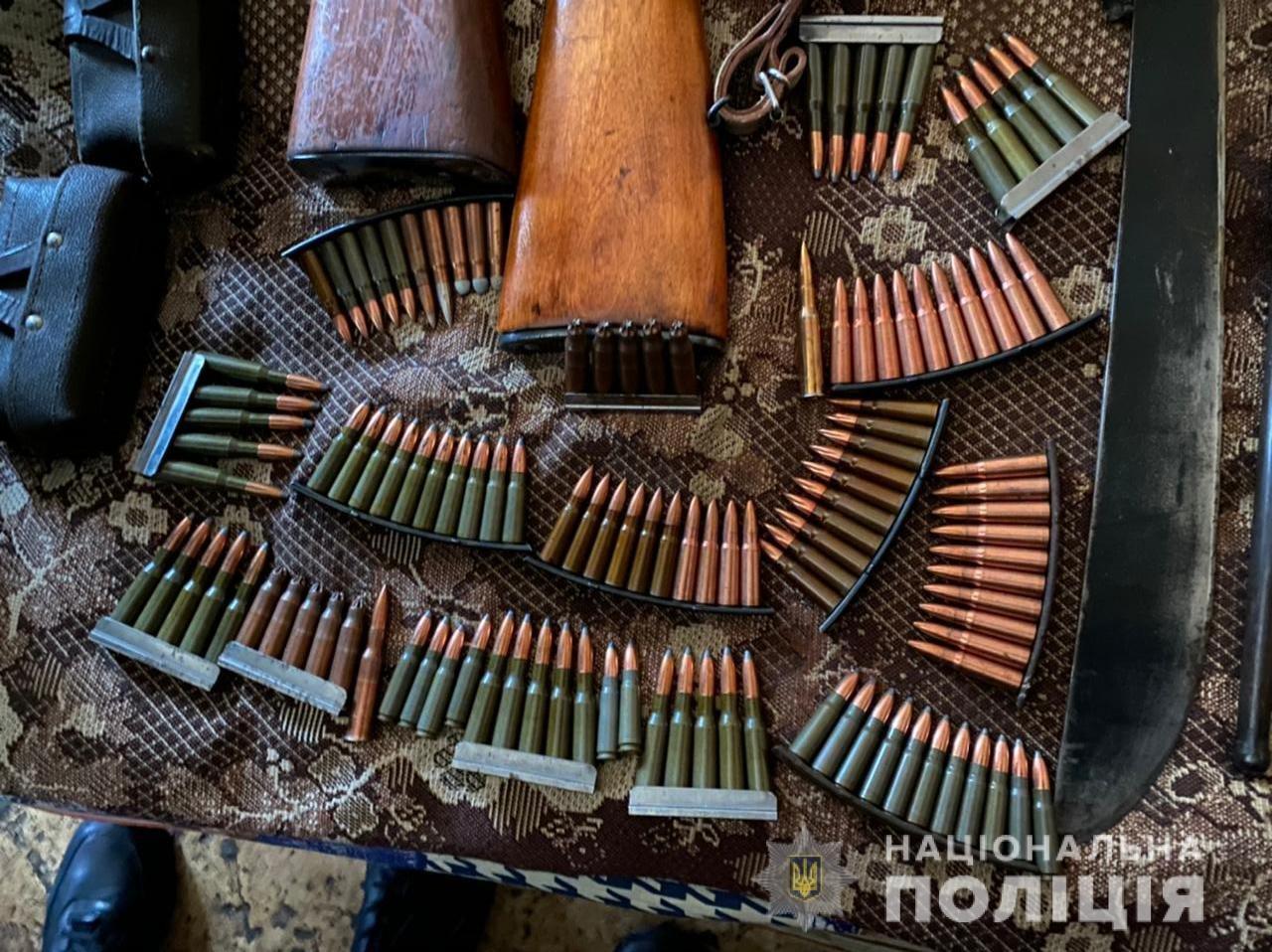 В Одессе во время обысков у преступников изъяли винтовки, пулеметы и ножи, - ФОТО, фото-2