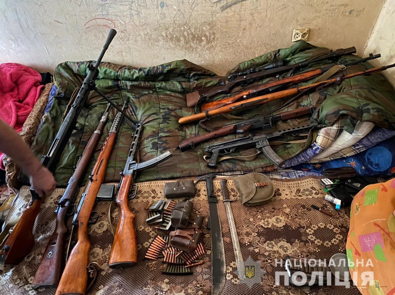В Одессе во время обысков у преступников изъяли винтовки, пулеметы и ножи, - ФОТО, фото-3
