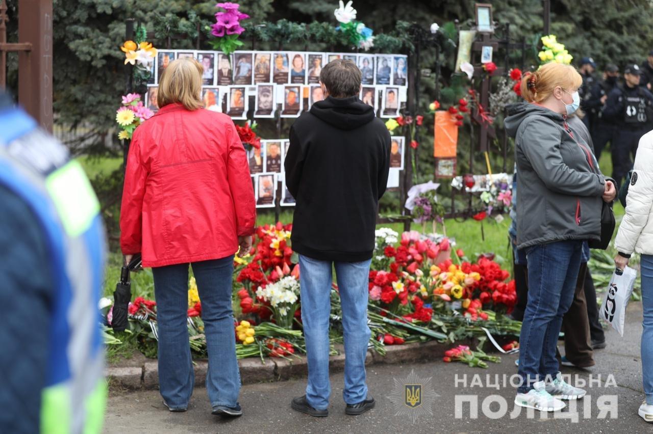 В Одессе задержали мужчину с коммунистической символикой: ему грозит до 5 лет, фото-1