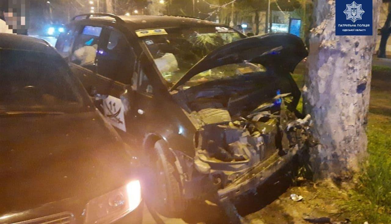 Врезался в Audi, а потом в дерево: в Одессе по вине пьяного водителя произошло ДТП, - ФОТО, фото-2