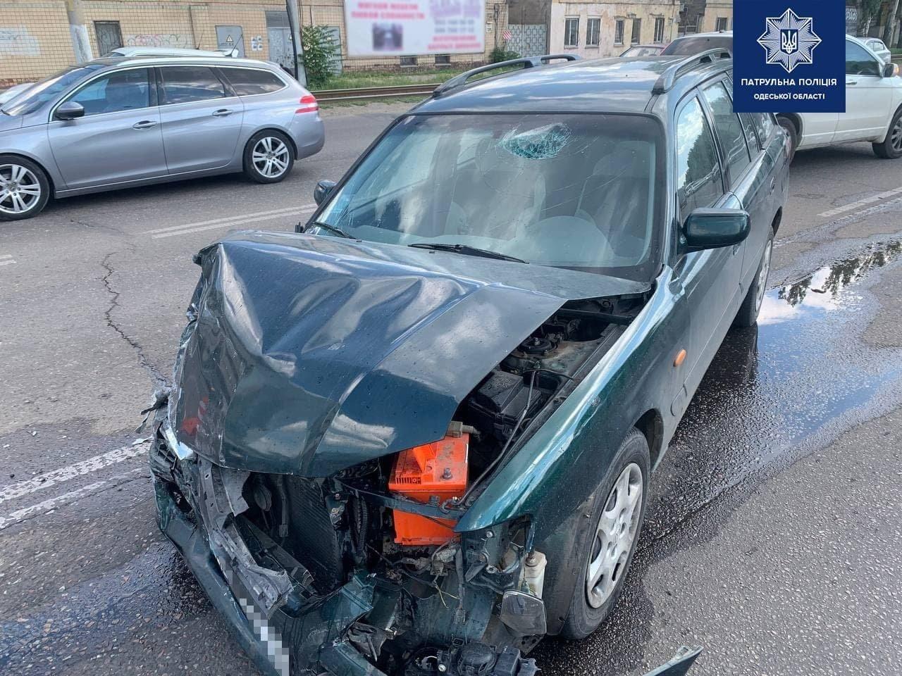 В Одессе столкнулись два автомобиля, есть пострадавший, - ФОТО, фото-2