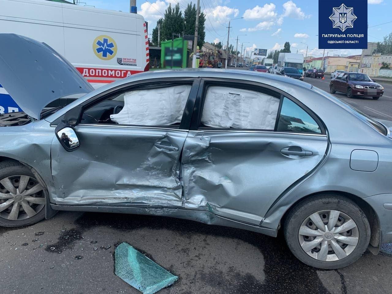 В Одессе столкнулись два автомобиля, есть пострадавший, - ФОТО, фото-3