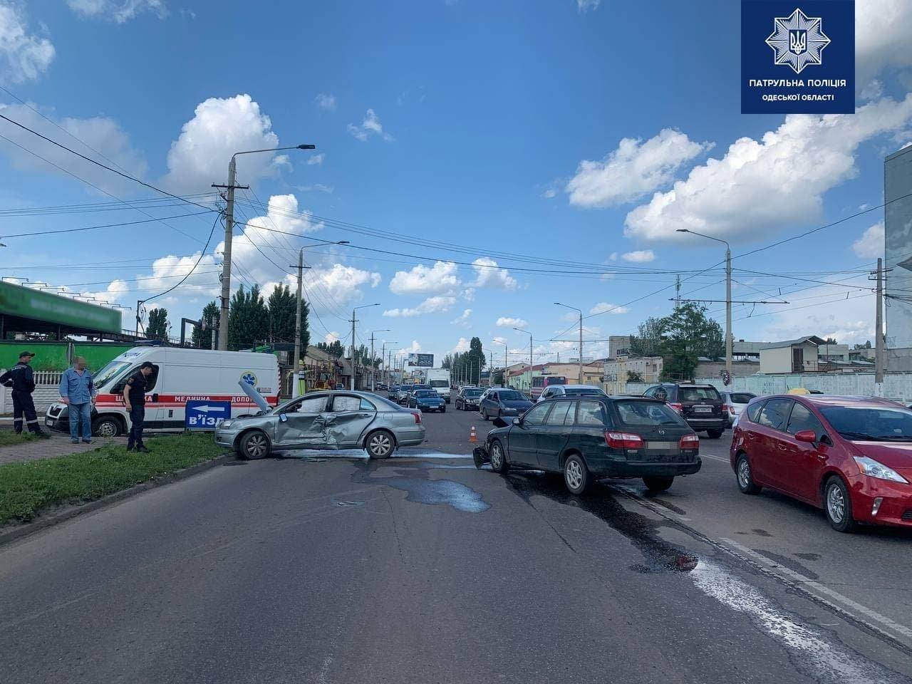 В Одессе столкнулись два автомобиля, есть пострадавший, - ФОТО, фото-1