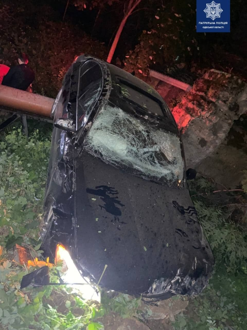 В Одессе автомобиль врезался в ограждение и вылетел на склоны, - ФОТО, фото-1