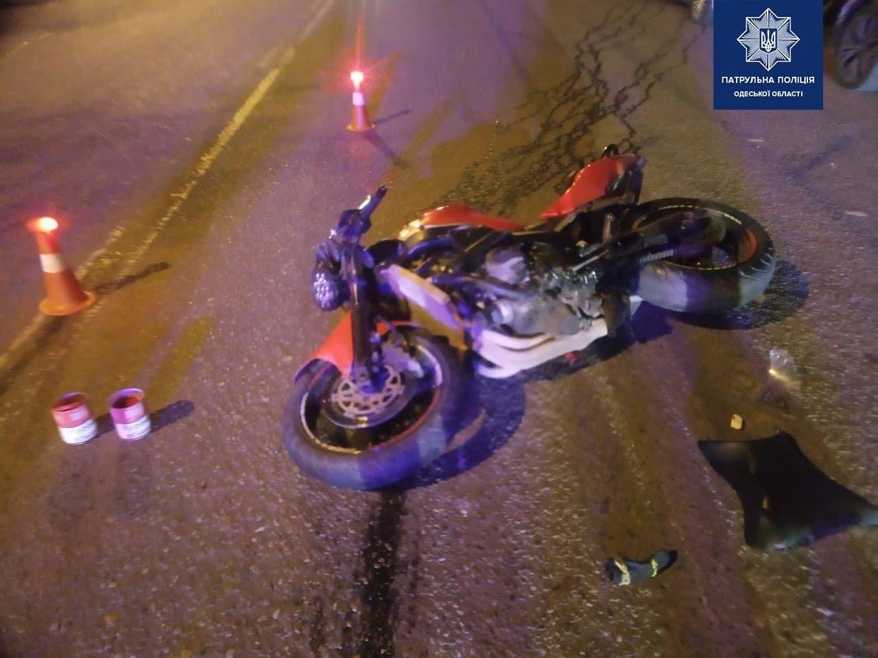 В Одессе мотоциклист сбил пешехода, который переходил дорогу на зеленый свет,  - ФОТО, фото-2