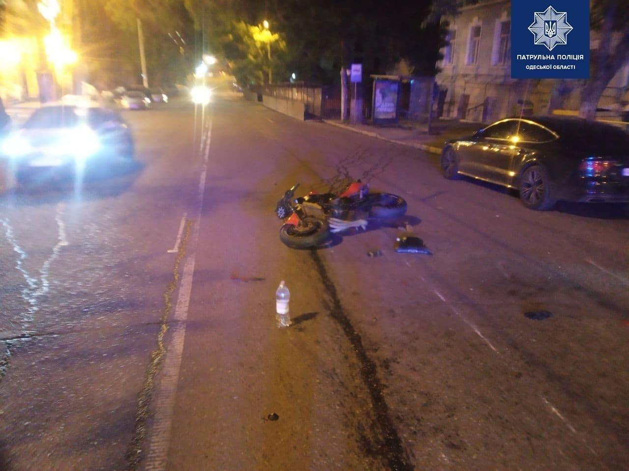В Одессе мотоциклист сбил пешехода, который переходил дорогу на зеленый свет,  - ФОТО, фото-1