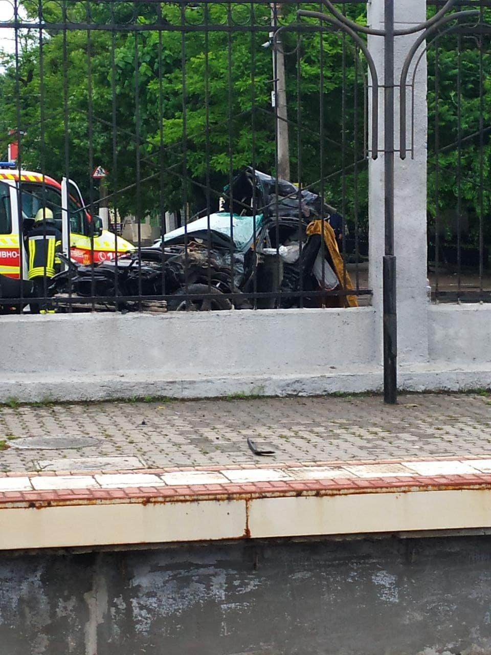 ДТП в Одессе: автомобиль разорвало на части, двое людей погибли,- ФОТО, фото-1