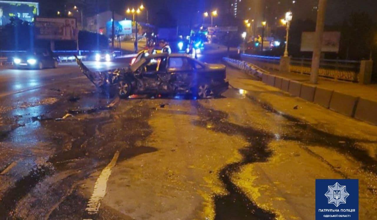 В ночном ДТП в Одессе пострадал водитель автомобиля, - ФОТО, фото-2