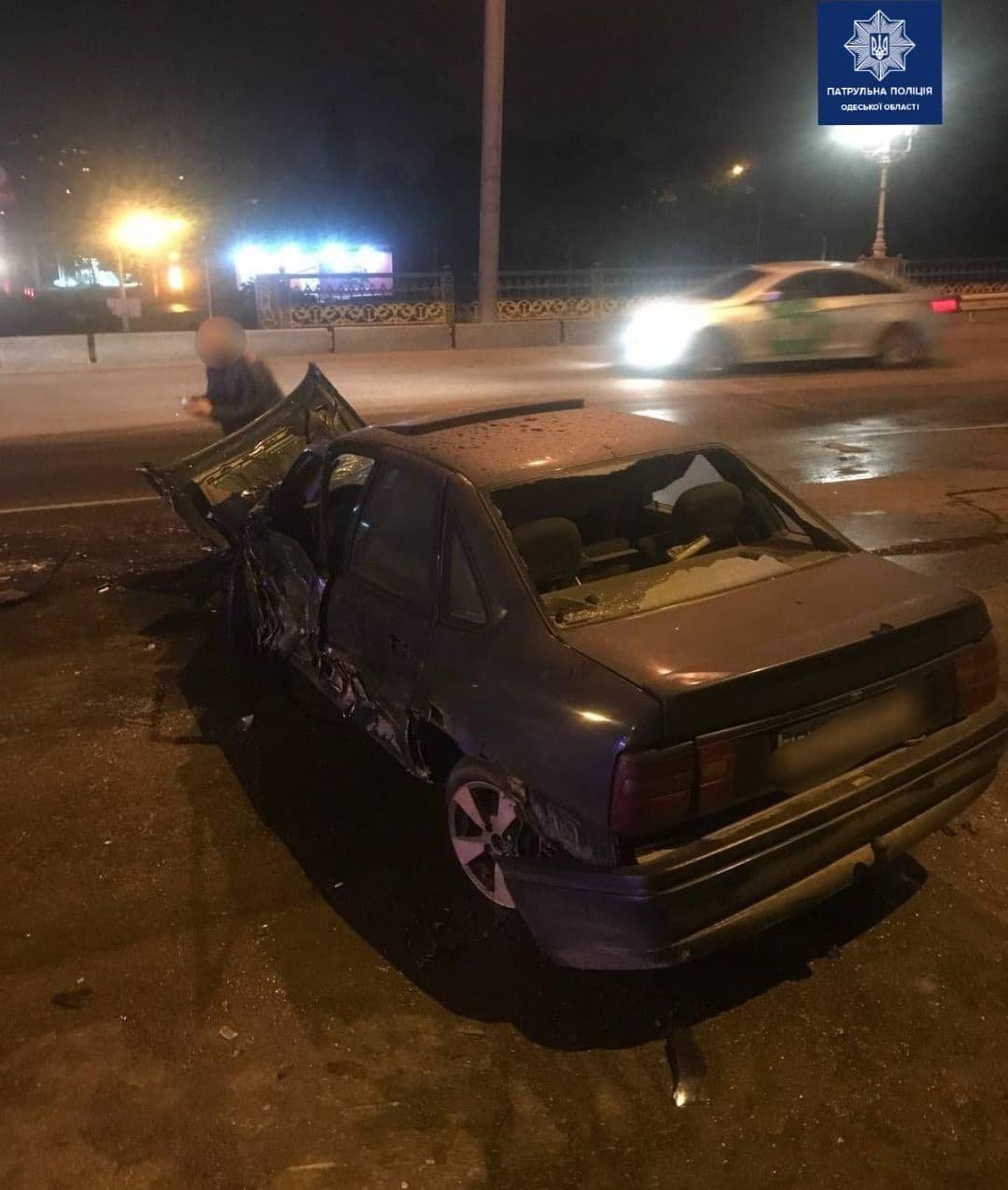 В ночном ДТП в Одессе пострадал водитель автомобиля, - ФОТО, фото-1