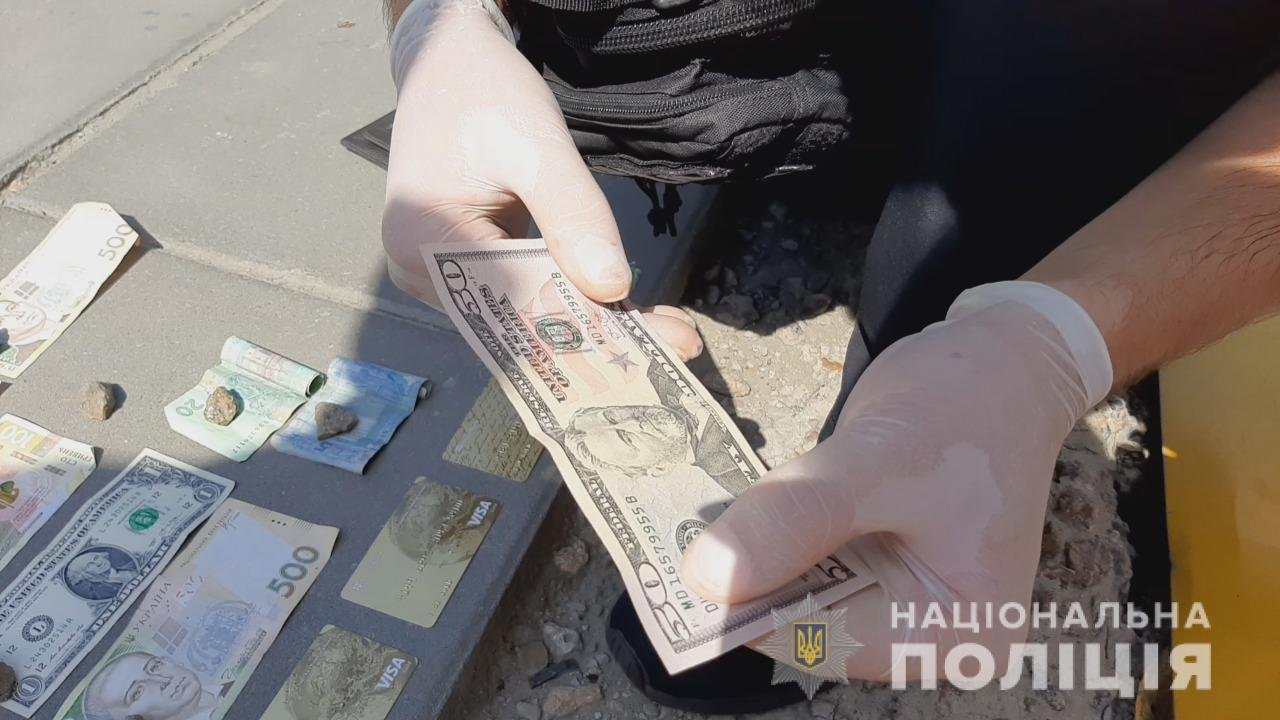 В Одессе задержали парней, которые необычным способом завладевали телефонами прохожих, - ФОТО, фото-2