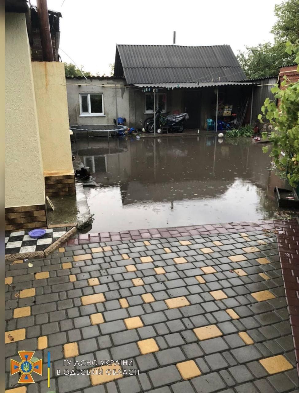 Затопленные дома, поврежденные крыши и деревья: в Одесской области бушевала стихия, - ФОТО, фото-1