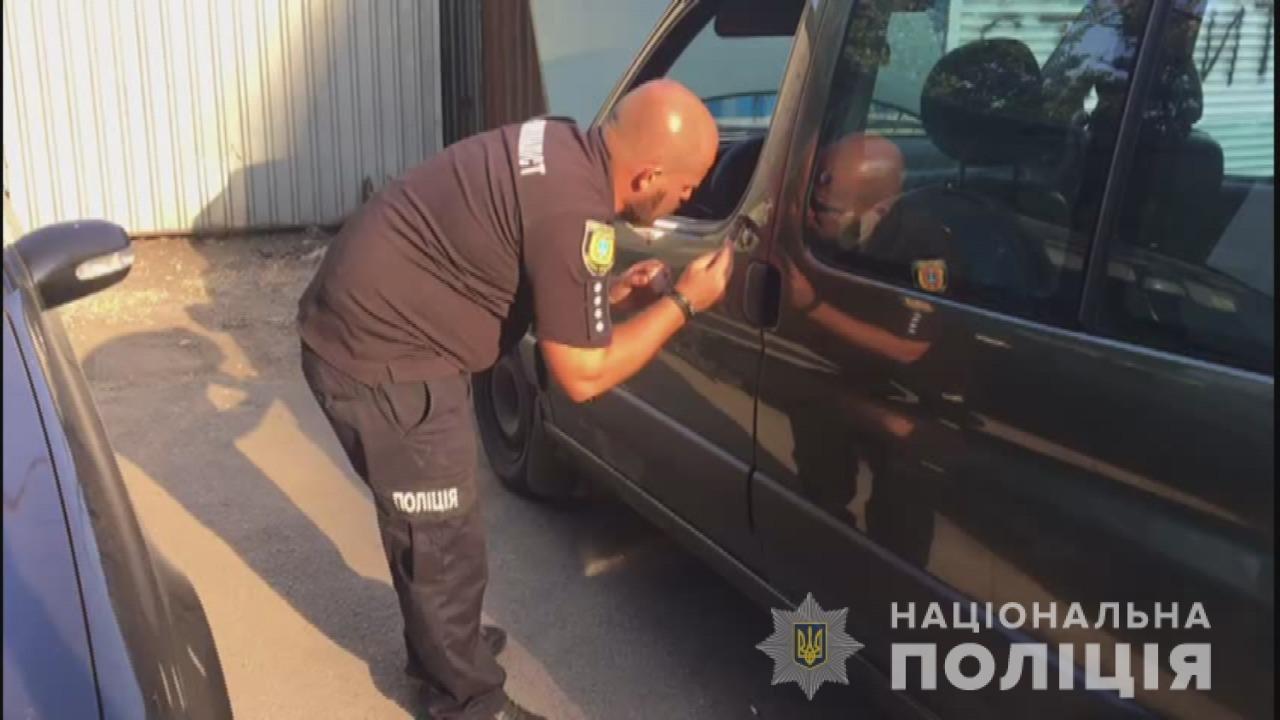 Грабеж средь белого дня: в Одессе украли сумку из машины на глазах у водителя, - ФОТО, ВИДЕО, фото-1