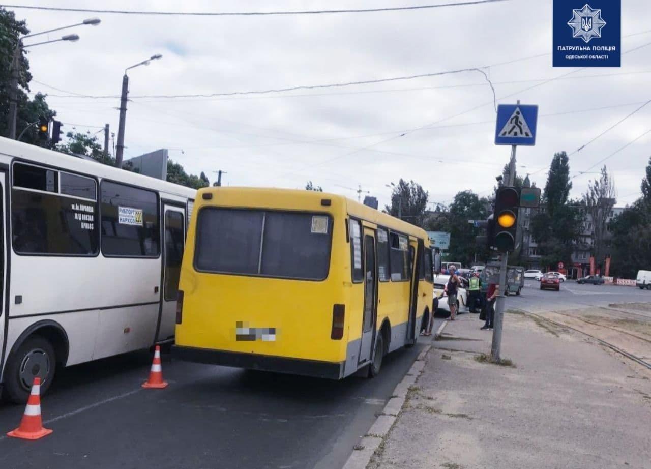 В Одессе маршрутчик сбил женщину, - ФОТО, фото-1
