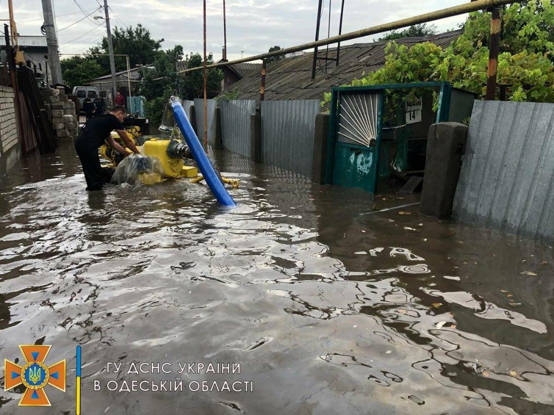 Одессу и область затопило: спасатели откачивают воду в домах и на дорогах, - ФОТО, фото-2