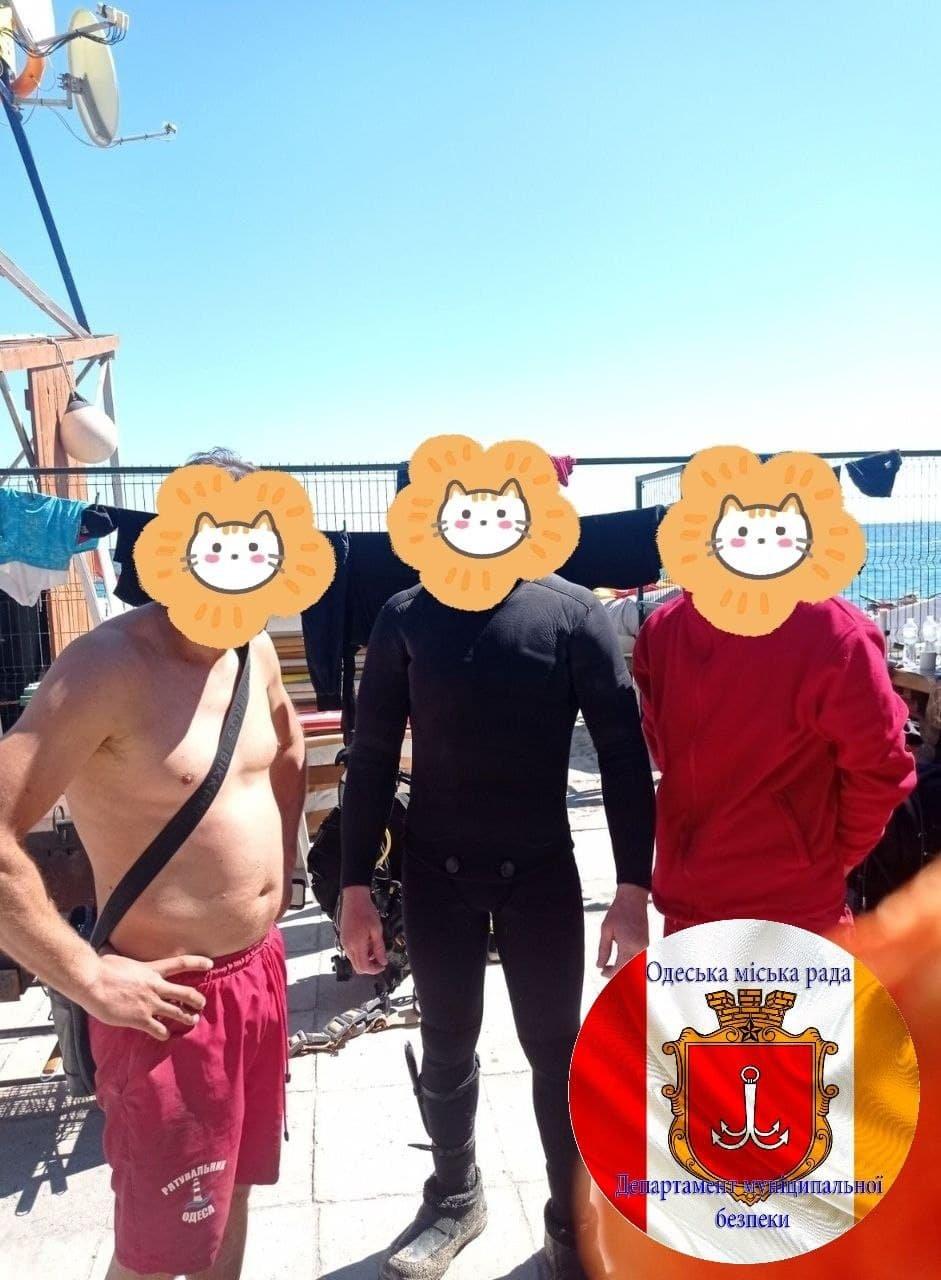 Ловили рапанов: в Одессе спасли тонущих рыбаков, - ФОТО, фото-1