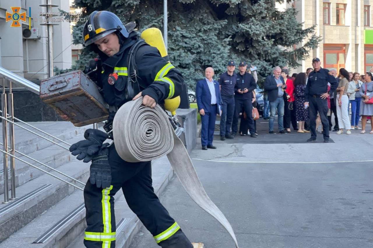 Пожар в Одесской обладминистрации: спасатели проводили учения, - ФОТО, фото-1