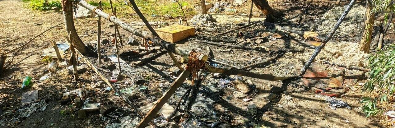 В Одессе возле Ланжерона горел кемпинг бездомных, - ФОТО0