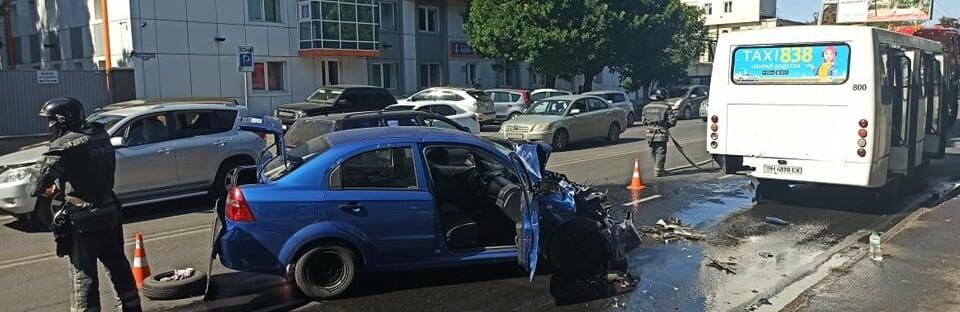 В Одессе автомобиль врезлася в маршрутку, есть пострадавшие, - ФОТО0
