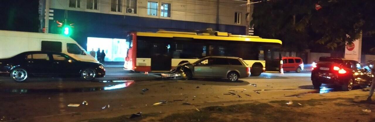 В Одессе есть пострадавшие в ДТП между Porsche, Audi и Bentley, - ФОТО0