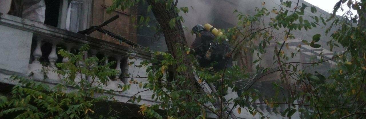 Пожар в Одессе: загорелось общежитие киностудии, - ВИДЕО, ФОТО0