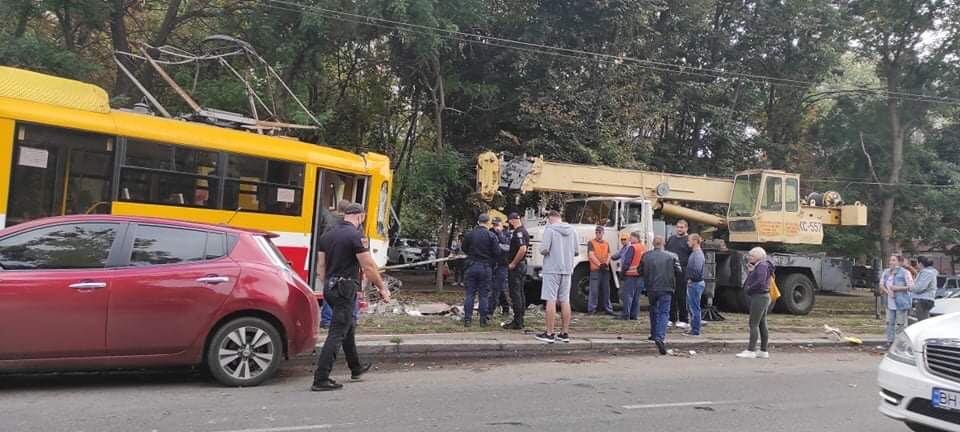 В Одессе трамвай сошел с рельсов и въехал в столб, - ФОТО0