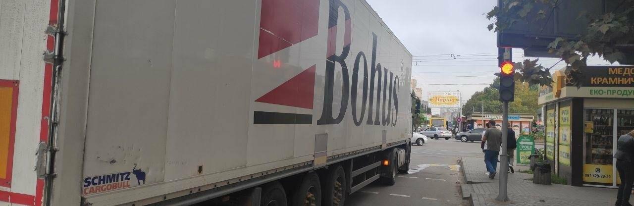 В Одессе грузовик наехал на женщину, она получила травмы, - ФОТО0