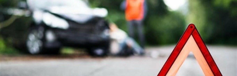 В Одессе молодой парень на BMW протаранил электроопору, - ФОТО 0