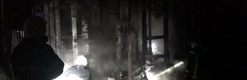 В Одесской области на пожаре погибла женщина, сгорел двухэтажный дом, автомобиль и три сарая,- ФОТО0