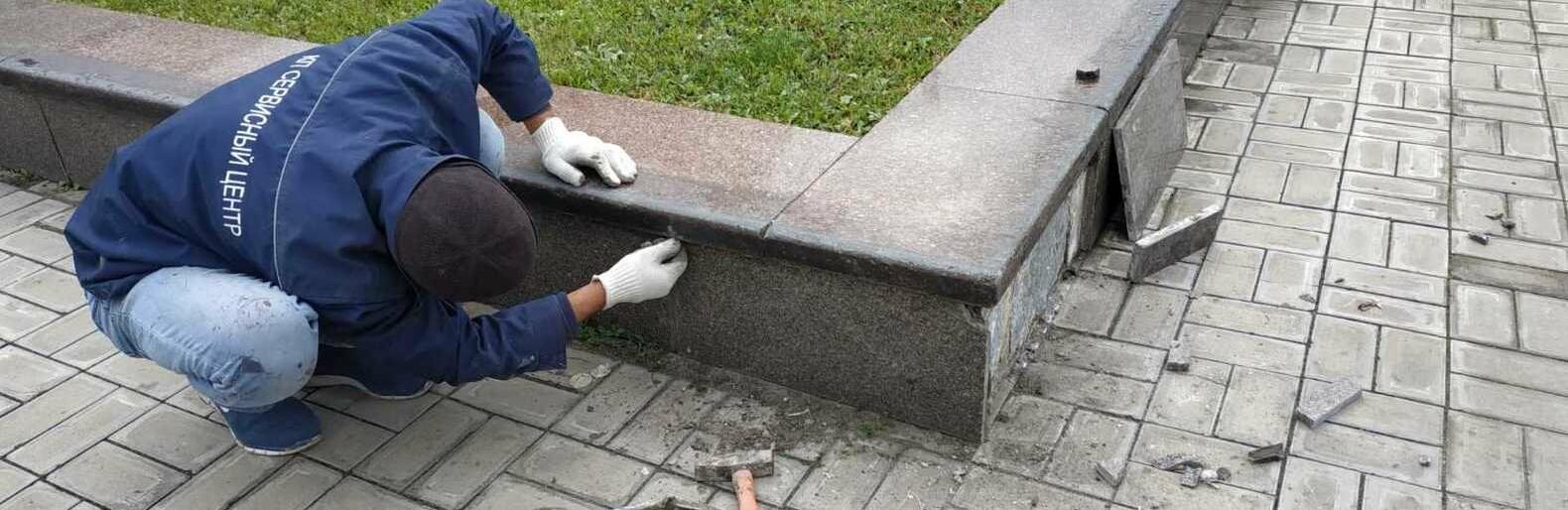 Вандалы разрисовали обелиск на площади 10 апреля в Одессе, - ФОТО0