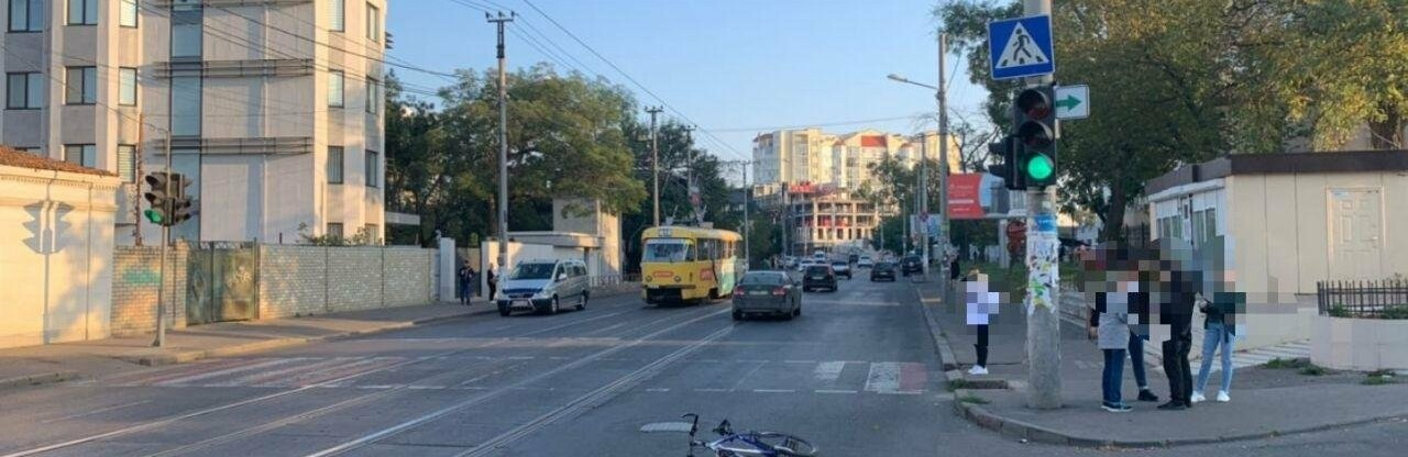 В Одессе на Фонтане велосипедист наехал на женщину, она в больнице,...0