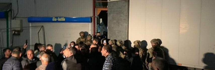 """В Одессе на """"7 километре"""" хозяин магазина тканей облил себя бензино...0"""